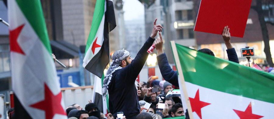 """Rada Bezpieczeństwa ONZ uzgodniła kompromisowy projekt rezolucji w sprawie monitorowania ewakuacji z syryjskiego miasta Aleppo. Oczekujemy jednomyślnego głosowania w poniedziałek - poinformowała ambasador USA przy ONZ Samantha Power. Dodała, że projekt """"zawiera wszelkie niezbędne elementy umożliwiające prowadzenie przez ONZ nadzoru""""."""