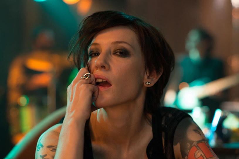 """Najpopularniejszą instalacją artystyczną w Nowym Jorku jest zestaw prezentowanych symultanicznie 13 filmów """"Manifesto"""" Juliana Rosefeldta. Pochwały zbiera za mistrzowski popis występująca w nich Cate Blanchett."""