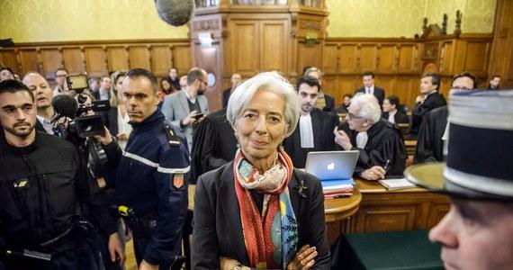 Zaskakujący wyrok przeciwko szefowej Międzynarodowego Funduszu Walutowego Christine Lagarde w Paryżu. Francuski Trybunał Sprawiedliwości Republiki uznał, ze dopuściła się ona karygodnych niedopatrzeń, które naraziły francuskie państwo na blisko pół miliarda euro strat.