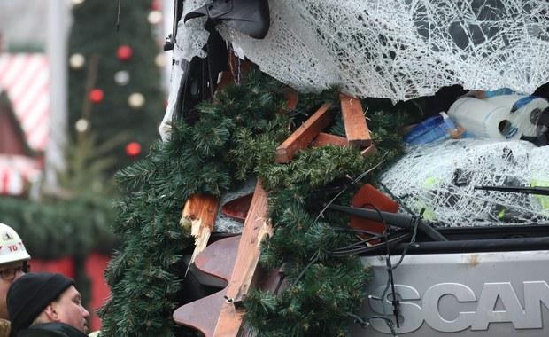 """Wydarzenia w Berlinie to """"przerażający akt terroru"""" - uważa prezydent elekt Donald Trump. Wczoraj wieczorem ciężarówka wjechała w tłum ludzi zgromadzonych na jarmarku bożonarodzeniowym. Zginęło co najmniej 12 osób a 48 zostało rannych."""