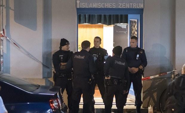 Napastnik, który w poniedziałek postrzelił trzy osoby w meczecie niedaleko głównego dworca kolejowego w Zurychu i popełnił następnie samobójstwo, dokonał wcześniej zabójstwa - poinformowała we wtorek szwajcarska policja. Zaznaczyła jednocześnie, iż nic nie świadczy o tym, by atak na meczet miał podłoże terrorystyczne.