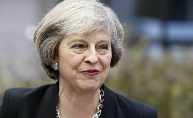 Brytyjska premier Theresa May zapewniła we wtorek, że chce zakończyć negocjacje w sprawie Brexitu w ciągu dwóch lat tak, jak przewiduje to traktat Unii Europejskiej. Nie wykluczyła, że może być potrzebne porozumienie regulujące okres przejściowy w związku z wyjściem ze wspólnoty.