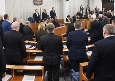 Senat przyjął ustawę obniżającą emerytury i renty byłych funkcjonariuszy aparatu bezpieczeństwa PRL