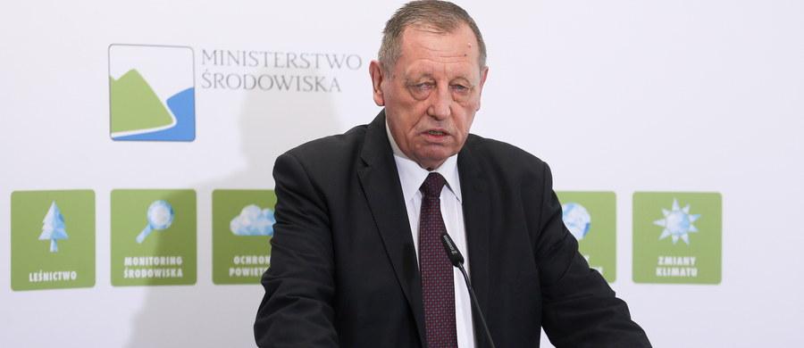 Nie będzie śledztwa w sprawie oświadczeń majątkowych ministra środowiska Jana Szyszki - dowiedział się reporter RMF FM. Prokuratura odmówiła wszczęcia postępowania. Miało ono wyjaśnić, czy Szyszko zataił w oświadczeniu kolekcję poroży, a także zaniżył wartość domu letniskowego.