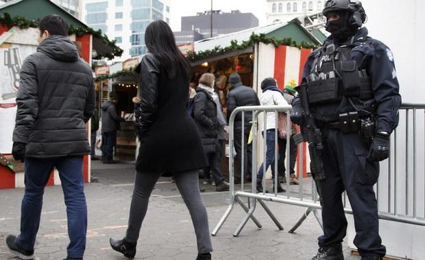 W reakcji na atak na jarmark bożonarodzeniowy w Berlinie duże miasta w USA zaostrzają środki bezpieczeństwa. Uzbrojeni policjanci patrolują ulice Nowego Jorku, Chicago i Bostonu. Policja wzmocniła też swą obecność w miejscowościach wypoczynkowych.