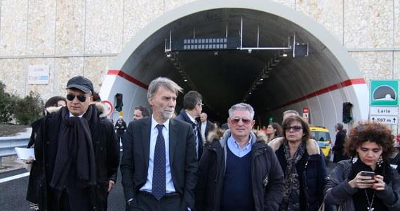 Po 55 latach od rozpoczęcia robót oddano dziś do użytku ostatni odcinek autostrady Salerno-Reggio Calabria na południu Włoch. Trwająca przez dekady budowa była symbolem niedokończonych inwestycji w kraju.