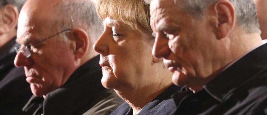 No cóż, przywódcą narodu czy świata bywa się, a człowiekiem po prostu trzeba być. A to dla zadufanego polityka nie takie proste.