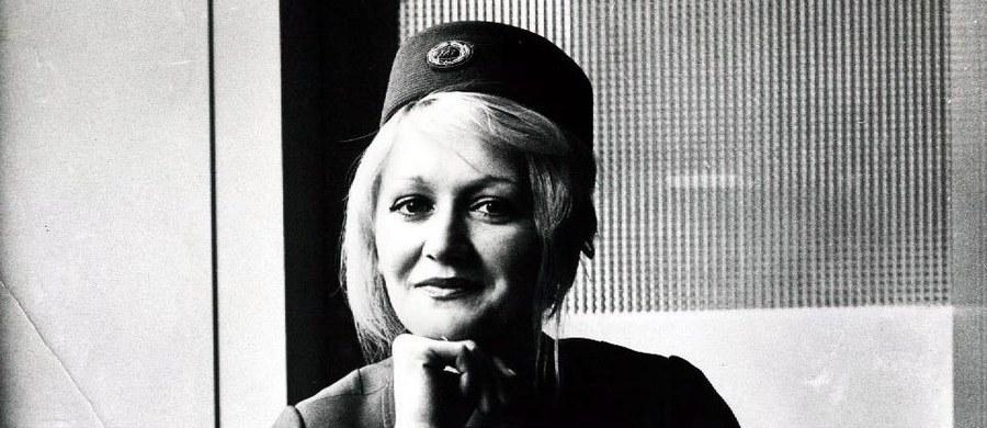 """W wieku 66 lat zmarła stewardesa Vesna Vulović, która jako jedyna przeżyła katastrofę samolotu jugosłowiańskich linii lotniczych JAT w 1972 roku i trafiła do Księgi rekordów Guinnessa za """"skok bez spadochronu z największej wysokości"""" - ponad 10 tys. metrów."""