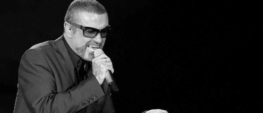 """George Michael - muzyk, były solista grupy Wham! - zmarł w wieku 53 lat. Jego rzecznik poinformował, że """"odszedł spokojnie w domu""""."""