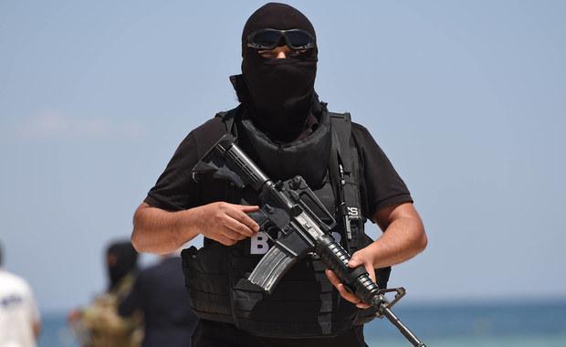 Tunezyjskie siły bezpieczeństwa aresztowały pięciu domniemanych dżihadystów - poinformowały algierskie władze. Nie wiadomo, czy aresztowani mieli powiązania z domniemanym zamachowcem z Berlina, Tunezyjczykiem Anisem Amrim.