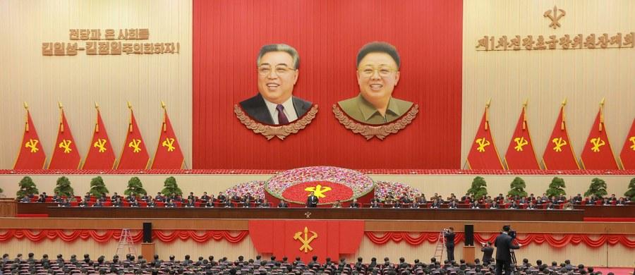 """Przywódca Korei Północnej Kim Dzong Un """"zakazał"""" chrześcijanom obchodzenia świąt Bożego Narodzenia - informuje New York Post. Obywatele mają świętować nie narodziny Jezusa Chrystusa, a jego babci Kim Dzong Suk."""