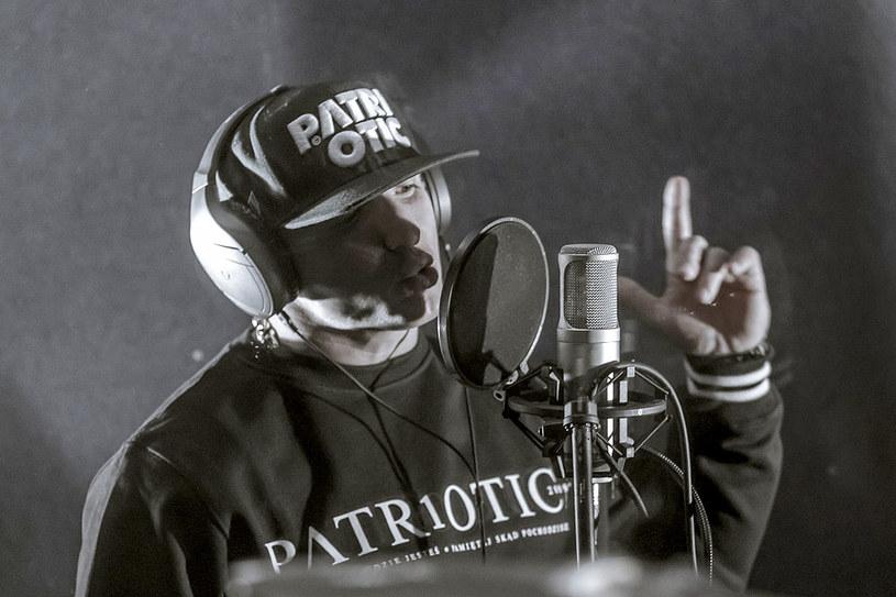 """9 sierpnia raper Chada opuścił Zakład Karny. """"Jestem!"""" - napisał na swoim Facebooku."""