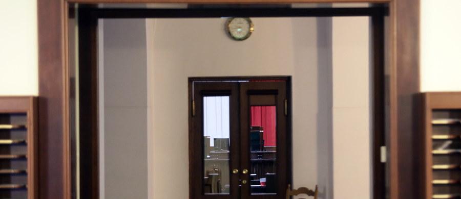 Polskie Stronnictwo Ludowe zaproponuje w czwartek PiS i opozycji porozumienie antykryzysowe dotyczące rozwiązania sytuacji w Sejmie, obecności mediów w parlamencie i kwestii Trybunału Konstytucyjnego - poinformował lider ludowców, Władysław Kosiniak-Kamysz. Treść porozumienia uzgodniło w środę ścisłe kierownictwo PSL na posiedzeniu Naczelnego Komitetu Wykonawczego.