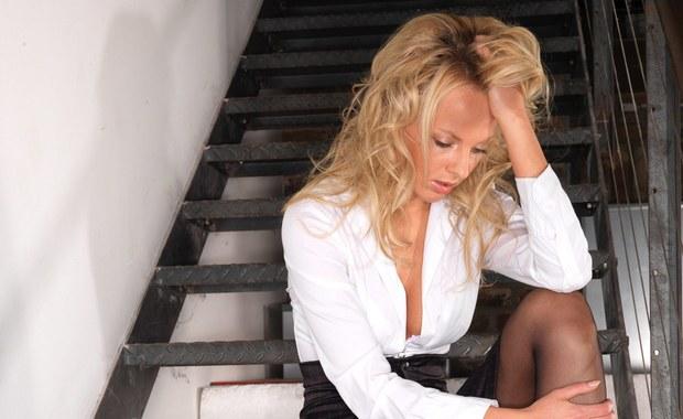 Prawie połowa Włoszek odczuwa stres związany z koniecznością przygotowania sylwestrowej kolacji - to wynik sondażu, przeprowadzonego wśród pań domu. Ankieta wskazuje, że kobiety obawiają się negatywnych ocen podanych przez nie potraw.