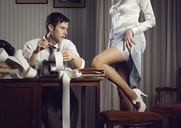 To początek płomiennego romansu w pracy?