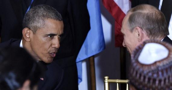 Moskwa zapowiada odwet po decyzji Stanów Zjednoczonych o wydaleniu z kraju 35 rosyjskich dyplomatów. Rosjanie mają opuścić USA w ciągu 72 godzin. Powodem tak ostrej reakcji jest przekonanie Białego Domu, że to Kreml stoi za hakerskimi atakami podczas prezydenckiej kampanii wyborczej. Równocześnie amerykańska administracja wprowadziła nowe sankcje wobec ludzi związanych z FSB i GRU.