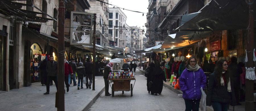 Rozejm między syryjskimi siłami rządowymi a rebeliantami, który zaczął obowiązywać o północy czasu lokalnego z czwartku na piątek, utrzymuje się mimo odosobnionych starć i incydentów - poinformowało Syryjskie Obserwatorium Praw Człowieka i przedstawiciele rebeliantów.