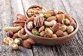 Karmienie małych dzieci produktami orzechowymi chroni przed alergią