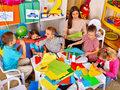 Czy zostawianie dzieci w nocnym przedszkolu to dobry pomysł?