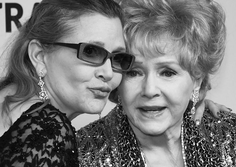 """Aktorki Carrie Fisher i jej matka Debbie Reynolds zostaną wspólnie pochowane. Jak powiedział Todd Fisher, brat Carrie i syn Debbie, """"prawdopodobnie odbędzie się wspólny pogrzeb""""."""