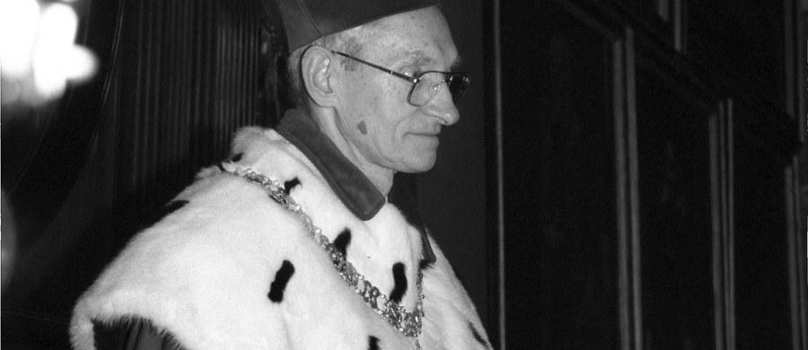 W wieku 81 lat zmarł prof. Aleksander Koj, wybitny profesor nauk przyrodniczych, biolog i biochemik, trzykrotny rektor Uniwersytetu Jagiellońskiego w Krakowie. Uczony odszedł w czwartek 29 grudnia – poinformował UJ.