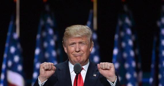 """Prezydent elekt Donald Trump oświadczył, że """"żaden komputer nie jest bezpieczny"""" oraz, że ważne informacje należy przesyłać w formie pisemniej przez kuriera."""