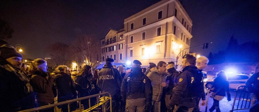 184 osoby zostały ranne we Włoszech podczas odpalania petard i innych materiałów pirotechnicznych w trakcie zabaw sylwestrowych - podała w policja. Odnotowano spadek liczby takich wypadków, ale i wzrost obrażeń wśród nieletnich.