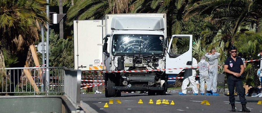 Francuskie ordery Legii Honorowej i Narodowe Ordery Zasługi wręczono strażakom, policjantom, lekarzom i cywilom próbującym powstrzymać terrorystę, który 14 lipca wjechał ciężarówką w tłum w Nicei, oraz tym, którzy nieśli pomoc ofiarom po zamachu.