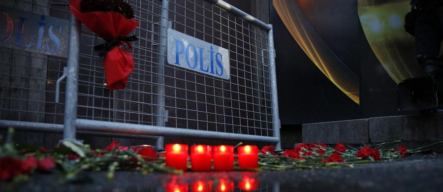 Spośród zidentyfikowanych dotąd 35 ofiar zamachu na klub nocny w Stambule 11 to osoby narodowości tureckiej, zaś 24 osoby to cudzoziemcy. Nie udało się dotąd określić tożsamości 4 ofiar. Całkowita liczba zabitych wynosi 39 - podała państwowa agencja Anadolu. Agencja poinformowała też, że w ataku zginęło 25 mężczyzn oraz 14 kobiet. Liczba rannych wynosi 65.