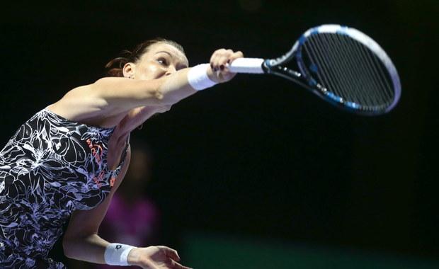 Rozstawiona z numerem jeden Agnieszka Radwańska wygrała z Chinką Ying-Ying Duan 6:2, 6:7 (4-7), 7:5 w pierwszej rundzie turnieju tenisowego WTA w Shenzen (z pulą nagród 626 750 tysięcy dolarów). Kolejną jej rywalką będzie Rumunka Sorana Cirstea.