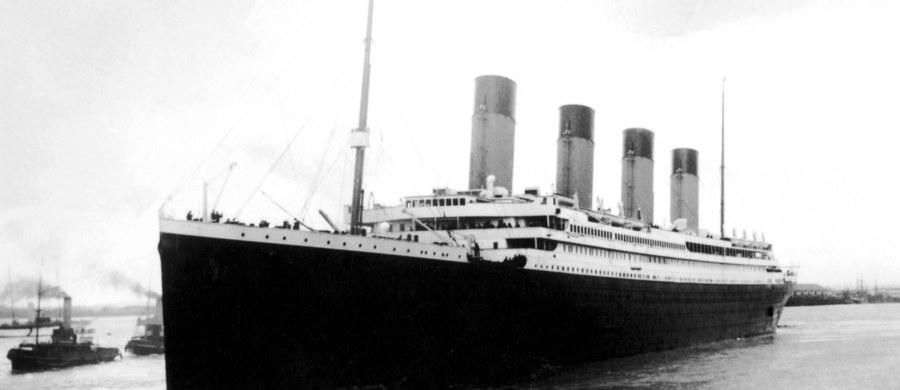 Nie tyko góra lodowa odpowiedzialna była za zatoniecie Titanica. Film dokumentalny przygotowany przez brytyjską telewizję przedstawia nową i śmiałą teorię. Według niej, to pożar w kotłowni liniowca mógł również przyczynić się do tragedii. Titanic zatonął na północnym Atlantyku w nocy z 14 na 15 kwietnia 1912 roku. W katastrofie zginęło ponad 1500 osób. To był pierwszy rejs gigantycznego liniowca.