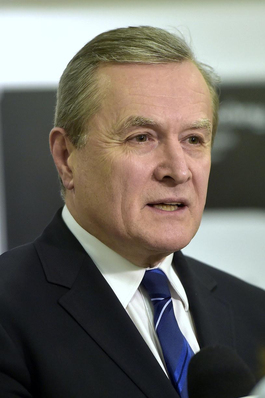 - Rozpoczęliśmy prace nad ustawą o zachętach do produkcji audiowizualnych, która zapewni producentom filmowym zwrot 25 proc. nakładów, jeśli udowodnią, że jest to produkcja robiona w Polsce i jej temat wiąże się z Polską - poinformował we wtorek, 3 stycznia, wicepremier i minister kultury Piotr Gliński.