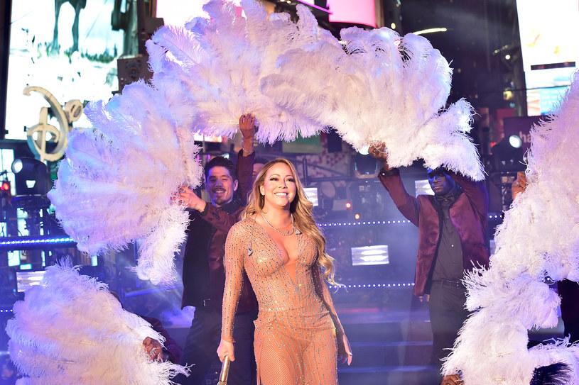 Mariah Carey, która zaliczyła wstydliwą wpadkę na koncercie sylwestrowym w Nowym Jorku, padła ofiarą wielu żartów ze strony internautów. Wokalistkę wyśmiano także podczas meczu NBA.