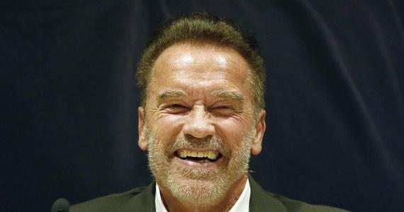 """Aktor i były gubernator Kalifornii Arnold Schwarzenegger zastąpił prezydenta elekta USA Donalda Trumpa jako nowy prowadzący reality show o nazwie """"The Celebrity Apprentice""""."""