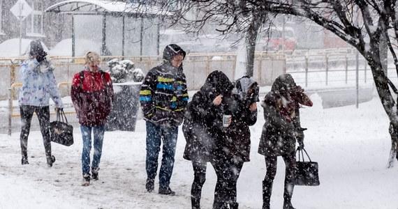 Stan wód w rzekach przekroczy poziom alarmowy na Pomorzu. Przewidywany jest tam też silny wiatr - poinformowali eksperci z Instytutu Meteorologii i Gospodarki Wodnej - PIB. Zapowiedzieli również, że od jutra w całej Polsce mają nadciągnąć mrozy.