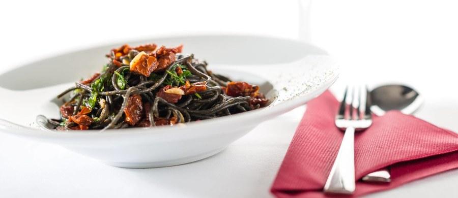 Restauracja w Turynie serwująca pikantne dania z ostrą papryczką przed ich zaserwowaniem podaje klientom do podpisania oświadczenie. Deklarują w nim, że są świadomi konsekwencji jedzenia takich potraw i nie będą obarczać lokalu odpowiedzialnością za ewentualne konsekwencje.