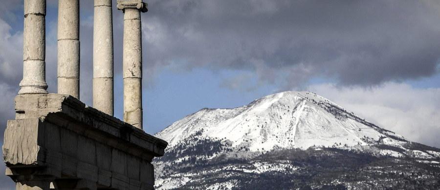 8 ofiar zimna we Włoszech, nieprzejezdne drogi, apele o ograniczenie podróży samochodem, kłopoty na kolei i lotniskach, odwołane lokalne wybory - to skutki ataku zimy. W całym kraju temperatura spadła poniżej zera, co jest rzadkim zjawiskiem.