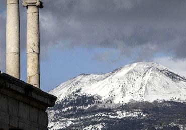 Atak zimy we Włoszech. Kilka miejscowości odciętych od świata, problemy na kolei, odwołane wybory