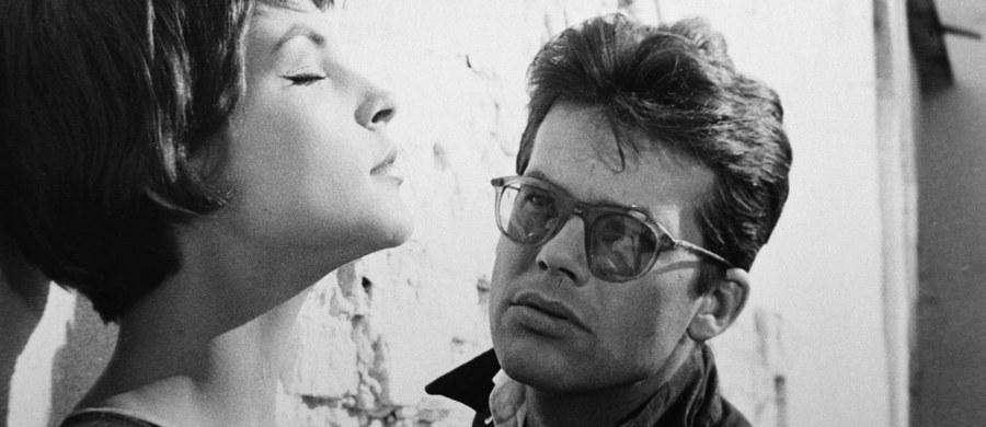 """Dziś mija 50. rocznica śmierci Zbigniewa Cybulskiego. Aktor zginął tragicznie 8 stycznia 1967 r. Miał 40 lat. Wracał z planu zdjęciowego do filmu """"Morderca zostawia ślad"""" w reżyserii Aleksandra Ścibora-Rylskiego. Zginął pod kołami ekspresu, do którego próbował wskoczyć z peronu trzeciego wrocławskiego Dworca Głównego."""
