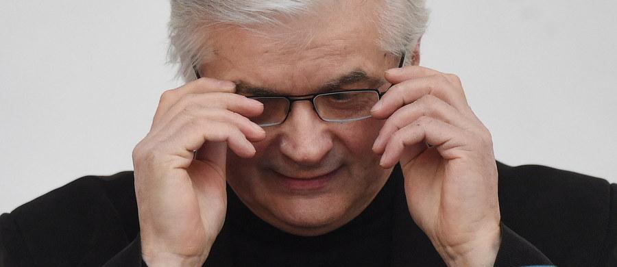 Największym grzechem ośmiu lat rządów PO była świadoma rezygnacja ze świadomego przywództwa, które by tłumaczyło ludziom szybko zmieniający się świat - mówił Włodzimierz Cimoszewicz podczas spotkania z władzami Unii Europejskich Demokratów.