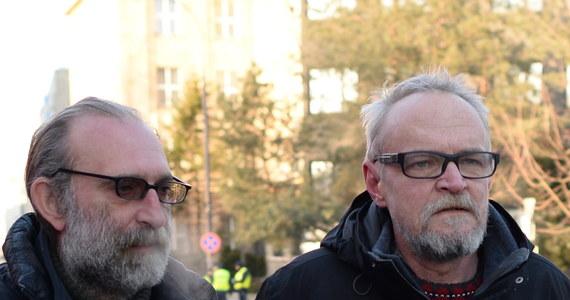 10 stycznia pod Pałacem Prezydenckim w Warszawie odbędzie się kolejna kontrmanifestacja przeciwko organizowanym co miesiąc przez polityków i sympatyków PiS obchodom miesięcznicy smoleńskiej - zapowiedział podczas konferencji prasowej Paweł Kasprzak z ruchu Obywateli RP.