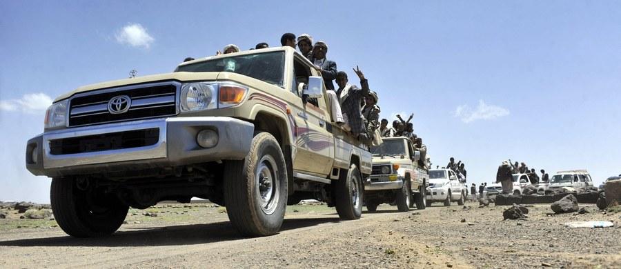 W walkach rządowych sił jemeńskich z szyickimi rebeliantami z ruchu Huti w pobliżu Cieśniny Bab al-Mandab, oddzielającej Półwysep Arabski od Afryki, w ciągu dwóch dni zginęło 68 rebeliantów i żołnierzy - podały wojskowe źródła w Jemenie.