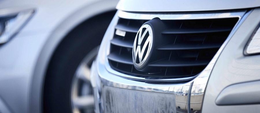"""FBI zatrzymało wysoko postawionego pracownika amerykańskiego oddziału koncernu motoryzacyjnego Volkswagen - informuje dziennik """"New York Times"""" powołując się na źródła bliskie sprawie. Mężczyźnie postawiono zarzut oszukania państwa."""