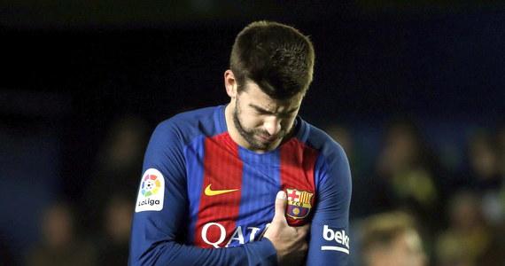 """Obrońca FC Barcelony nie wytrzymał po ostatnim gwizdku niedzielnego meczu """"Dumy Katalonii"""" z Villarrealem. Zanim Pique udał się do szatni skierował się do loży, w której siedział m.in. prezes La Ligi Javier Tebas."""