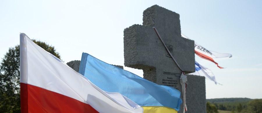 Do ukraińskiego MSZ trafiła już nota polskiego ambasadora w sprawie zdewastowania pomnika Polaków zamordowanych w Hucie Pieniackiej. Polska domaga się w niej ustalenia i ukarania sprawców zniszczenia pomnika i dodaje, że podobne prowokacje stanowią poważne zagrożenie dla stosunków polsko-ukraińskich.