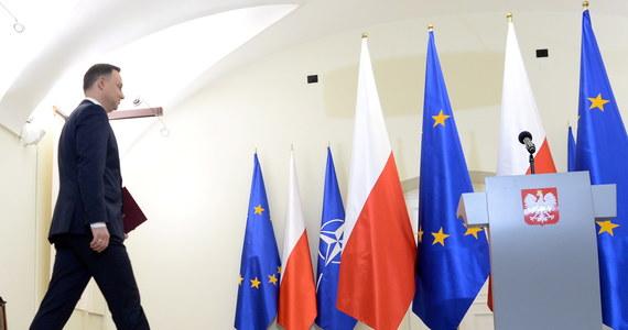 W takiej sytuacji działania winien podjąć prezydent Andrzej Duda, który ustawicznie odwołuje się do dziedzictwa swego mentora, śp. Lecha Kaczyńskiego. Tego wymaga honor Najjaśniejszej Rzeczypospolitej.