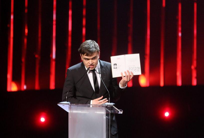 """Jan P. Matuszyński, reżyser filmu """"Ostatnia Rodzina"""", został laureatem Paszportu Polityki w kategorii """"film"""". Prowadzący wtorkową galę zauważyli, że na sali zabrakło przedstawicieli najwyższych władz państwowych."""