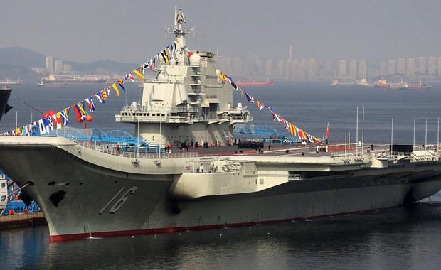 W związku z pojawieniem się na wodach Cieśniny Tajwańskiej grupy chińskich okrętów wojennych, na której czele stoi lotniskowiec Liaoning Tajwan poderwał samoloty i zaalarmował okręty marynarki wojennej. Mają one monitorować chińskie jednostki.