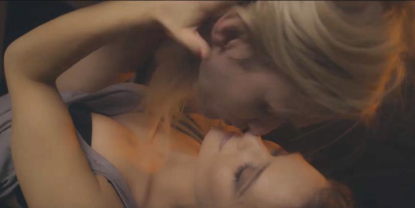 """Poniżej możecie zobaczyć teledysk do piosenki """"First Kiss"""" Mateusza Magi, uczestnika czwartej edycji programu """"Top Model"""". Debiutancki singel został zgłoszony do polskich preselekcji do Eurowizji 2017."""