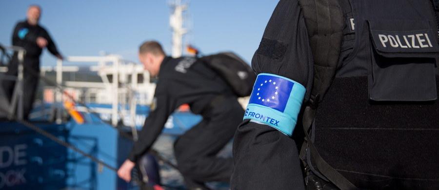 Unijny komisarz ds. migracji Dimitris Awramopulos zrezygnował z wizyty w Warszawie - ustaliła brukselska korespondentka RMF FM Katarzyna Szymańska-Borginon. To efekt zaostrzającego się sporu z polskimi władzami wokół Frontexu, który przekształca się właśnie w największą i najważniejszą unijną agencję - niedługo będzie gigantyczną Agencją Straży Granicznej i Przybrzeżnej i będzie chronić UE przed napływem imigrantów. Negocjacje ws. porozumienia o statusie tej agencji utknęły w martwym punkcie, co grozi odebraniem Polsce siedziby agencji i przeniesieniem jej do innego kraju. Dla naszego kraju byłaby to wizerunkowa katastrofa.